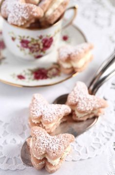 Splendidly lovely butterfly shaped whoopie pies. #food #butterflies #tea_party