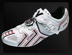 "Vittoria shoes Hora white/red. Lightweight Racing shoe (307g), with innovative high-tech micrometric cable closure, Full Carbon UD sole Air System "" Freccia Tricolore"" and auto-shaping carbon fibre insert. Shoes for those who simply want the best. Check out more models on www.all4bikes.be"