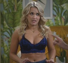 Emily Osment Young Pop Minute Emily Osment Bra Jeans Young And Hungry Photos