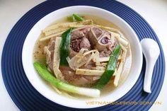 Stewed Pork Leg with Fresh Bamboo Shoot Recipe (Chân Giò Hầm Măng Tươi) from http://www.vietnamesefood.com.vn/vietnamese-recipes/vietnamese-pork-recipes/stewed-pork-leg-with-fresh-bamboo-shoot-recipe-chan-gio-ham-mang-tuoi.html