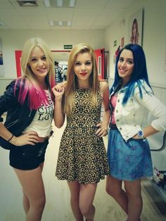 Sweet California Alba, Rocío y Sonia. Sweet California, Navy Blue Cocktail Dress, Famous Singers, Victoria Justice, Girl Pictures, Beautiful Women, Actors, Pretty, Womens Fashion