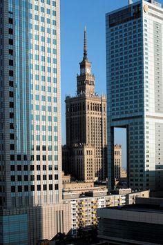 Warszawa, miasto drapaczy chmur. W stolicy znajduje się  ponad 50 budynków wysokich na ponad 65 metrów.