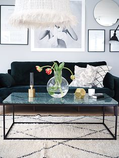 Grön sammetssoffa i mitt vardagsrum . #livingroom #marmorbord #green #skruf #klong #photowall #tavelvägg Green Suede, House Plans, Interior, Flowers, Table, Room, Furniture, Home Decor, Live