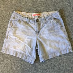 GAP Jean Shorts GAP jean shorts! Slight pull in seam as shown in last pic. Otherwise in good used condition! GAP Shorts