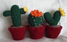 Crochet Cactus - FREE Pattern ༺✿Teresa Restegui http://www.pinterest.com/teretegui/✿༻