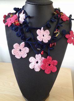 Rosa flores estilo turco collar de ganchillo por GabyCrochetCrafts