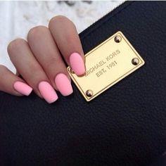 short subtle coffin nails