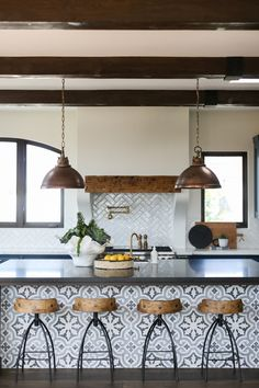 Spanish Home Decor, Spanish House, Spanish Style Interiors, Interior Decorating, Interior Design, Decorating Tips, Kitchen Wall Art, Basement Kitchen, Interior Photography