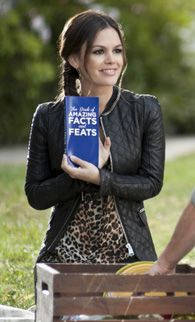 2x09. Zoe's black quilted jacket with chain detail on Hart of Dixie.  Outfit Details: http://wornontv.net/8609/ #HartofDixie