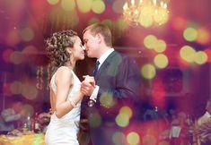Často na svatební hostině, které byli účastni nejbližší příbuzní a přátelé, nechyběli buď herci či kouzelníci, kteří svými veselými kousky dokázali
