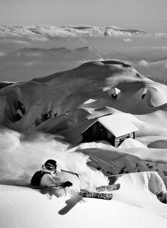 It's ski but loook at that powder. Ski Extreme, Extreme Sports, Alpine Skiing, Snow Skiing, Ski Freeride, Stations De Ski, Best Skis, Ski Touring, Ski And Snowboard