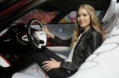 Vougelisha : Kobieta za kierownicą