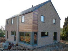 www.architecture-bois.be : Habitation 3 chambres avec parement briques et bardage cèdre traité + châssis en bois peint
