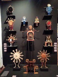 La Casa Irracional, es una oda al ornamento, conformada por 230 piezas. Se exhiben sus primeros dibujos, la serigrafía, los fragmentos literarios que crean espacios y la religiosa geometría,. Las casas donde Friedeberg vivió en CDMX y el mobiliario diseñado por el artista,  Hasta el 17 de Julio de 2016.  #art #arte #pedrofriedeberg #artemexico #mexicanart  #franzmayer #gael #galeriartenlinea #pasionporelarte