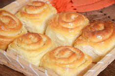 Ingredientes  2 xícaras de açúcar 4 colheres (sopa) de margarina 1 colher (sopa) de casca de laranja ralada 3 colheres (sopa) de suco de laranja 1 receita básica Bread Recipes, Cake Recipes, Dessert Recipes, Cooking Recipes, Portuguese Recipes, Turkish Recipes, Sweet Pie, Sweet Bread, Bread Dough Recipe
