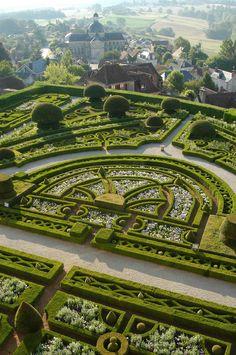 MADABOUT GARDEN DESIGN — Chateau de Hautefort