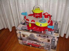 Quarto do Tiago - caixa dos brinquedos