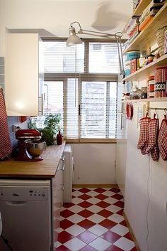 Read checkered kitchen
