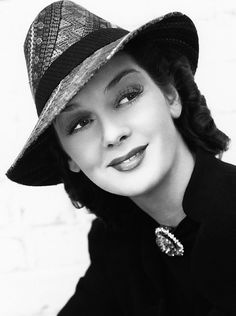 """Rosalind Russell c 1938 I loved her in """"The Women"""" 1939 and of course """"Auntie Mame"""" Hollywood Fashion, Old Hollywood Glamour, Golden Age Of Hollywood, Vintage Glamour, Vintage Hollywood, Hollywood Stars, Classic Hollywood, Vintage Hats, Hollywood Icons"""