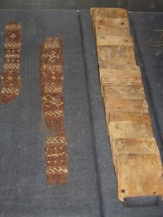 Textiles found on the Oseberg Viking ships shown with tablet-weaving cards… Viking Garb, Viking Reenactment, Viking Dress, Viking Ship, Inkle Weaving, Weaving Tools, Card Weaving, Lucet, Ancient Vikings
