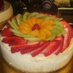 I decorated this Fresh fruit cheese cake.