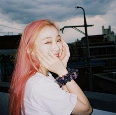 Kpop Girls, Jaehyun, K Idols, Smiley, Dream Catcher, I Hope You, Hair Inspiration, Flower Girl Dresses, Photoshoot