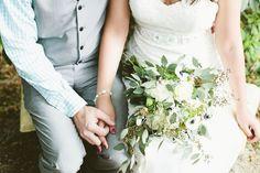 Green and white bridal bouquet  Amanda Lenhardt Photography   see more on: http://burnettsboards.com/2014/05/oak-tree-spanish-moss-bridal-session/