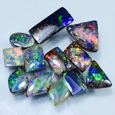 """💑 """"Small is beautiful"""" 💕 A lot of small super bright boulder opal ring stones ... 🌷🌷🌷 Now @ Peninnah Opals 👷🏻♀️"""