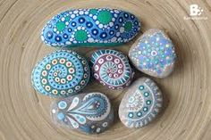 I like to paint my rocks with Acrylic Colors or Permanent Markers if I want monochrome patterns. Painted rocks are so easy and fun to make, and always Pebble Painting, Dot Painting, Pebble Art, Stone Painting, Mandala Rocks, Mandala Art, Rock And Pebbles, Rock Decor, Hand Painted Rocks