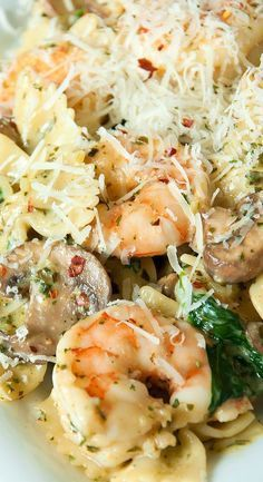 Tender pasta swirled with pesto, veggies and perfectly sauteed shrimp. Everyone in my family loves this easy, yet impressive, weeknight dinner! pasta shrimp Shrimp Pesto Pasta with Spinach and Mushrooms - Peas and Crayons Top Recipes, Fish Recipes, Cooking Recipes, Healthy Recipes, Recipes With Pesto, Pesto Pasta Recipes, Recipe Pasta, Shrimp And Spinach Recipes, Shrimp Dinner Recipes