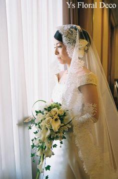 カラー、バラ、スイトピーのエレガントなループキャスケードブーケ 横浜ベイシェラトン挙式の新婦さんへ