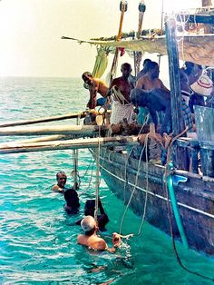 Pearl diving men in the Indian Ocean