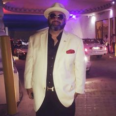 Paparazzi got me last night!! #Lifestyle #blogger #vlogger #foodie #fashion #style #GQ #beard #beardlife #bear #sexy #selfie #sunglasses #mensstyle #mensfashion #hip #cool #VIP #fatman #ootd #fashionista #tuxedo #hat #Welldressed #dapper #highlife #paparazzi #redcarpet