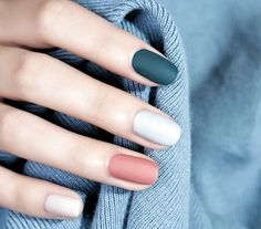 Acrylic Nail Designs : Nail art is the essence of decent beauty as nails speak volume about you. Traveled through the ancient tales of art and beauty, nail art now has become an ocean of more or less defined sense of self. Best Acrylic Nails, Acrylic Nail Designs, Matte Nails, Minimalist Nails, Easy Nails, Fun Nails, Cute Simple Nails, Stylish Nails, Trendy Nails