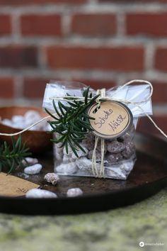 Geschenke aus der Küche: Schokonüsse mit Mandeln oder Walnüssen sind ein schönes kleines Mitbringsel oder Gastgeschenk aus der Küche. Hier kommt das Rezept!