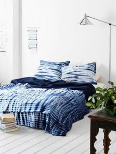 Noodle Indigo Tie-Dye Bed Blanket-I love tie dye inky pillows with plain or mismatched bedding. This matching deep indigo tie due is beautiful! Cama Tie Dye, Home Bedroom, Bedroom Decor, Bedrooms, Bedding Decor, Tie Dye Bedding, Bleu Indigo, Indigo Dye, How To Dye Fabric