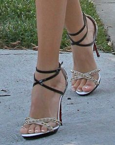 """Ashley Tisdale Finishes Monochrome Outfit with """"Monocronana"""" Sandals"""