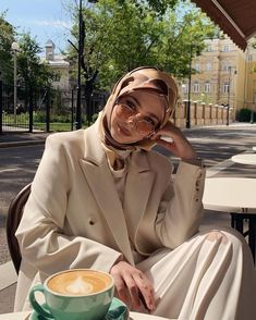 Hijab Fashion Summer, Modest Fashion Hijab, Modern Hijab Fashion, Muslim Women Fashion, Street Hijab Fashion, Casual Hijab Outfit, Hijab Fashion Inspiration, Hijab Chic, Modesty Fashion