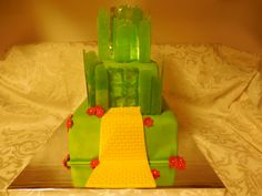 Wizard of Oz Cake and cupcakes, Emerald City