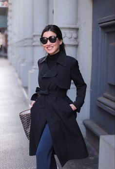 See my favorite street style ideas on how to wear black trench coats. I will show you easy tricks and tips how to make this outerwear piece look chic. Fall Outfits 2018, Fall Outfits For Work, Trench Coat Outfit, Coat Dress, Trench Coats, Office Outfits, Casual Outfits, Fashion Outfits, Skirt Outfits
