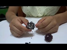 Tutorial Anillo, Ring Tutorial, Ring Ring, Beaded Rings, Beaded Jewelry, Cluster Ring, Diy Flowers, Jewelery, Beads