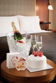 Allow your hotel guests. Allow your hotel guests. Allow your hotel guests to order romantic surprises for their loved ones when they return to their room. This can be done discreetly with a branded room service. Romantic Decorations For Hotel Rooms Hotel Room Decoration, Romantic Room Decoration, Romantic Night, Romantic Dinners, Mumm Champagne, Champagne Cake, Romantic Hotel Rooms, Hotel App, Hotel Paris