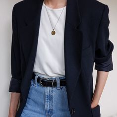 Favorite vintage black wool blazer with two front pockets. Features a single button closure, a notched lapel, and inside lining. Minimal Outfit, Minimal Fashion, Cool Outfits, Casual Outfits, Summer Outfits, Look Fashion, Fashion Outfits, Outfit Invierno, Vetement Fashion