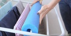 The best DIY projects & DIY ideas and tutorials: sewing, paper craft, DIY. Ideas About DIY Life Hacks & Crafts 2017 / 2018 Astuce pleine de gros bon sens! Diy Cleaning Products, Cleaning Solutions, Cleaning Hacks, Laundry Rack, Laundry Room Storage, Doing Laundry, Laundry Tips, Small Laundry, Pool Noodles