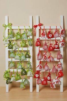Adventskalender Leiter apfelgrün/weiß mit 24 Säckchen 100x35 cm: Amazon.de: Spielzeug