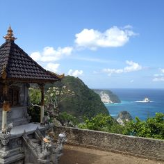 amazing view from this temple at #kelingkingbeach #nusapenida  #respectthenature