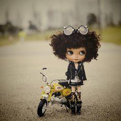 "Blythe Doll with a MotorBike.(@april510) on Instagram: ""#blythe #customblythe love her ❤️❤️"""