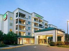 Somerset (NJ) Courtyard Somerset United States, North America Stop at Courtyard Somerset to discover the wonders of Somerset (NJ). The hotel offers a wide range of amenities and perks to ensure you have a great time. All the necessary facilities, including free Wi-Fi in all rooms, 24-hour front desk, facilities for disabled guests, meeting facilities, restaurant, are at hand. Designed for comfort, selected guestrooms offer air conditioning, heating, desk, alarm clock, telephon...