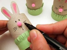 Sempre criança Kids Crafts, Easter Crafts, Diy And Crafts, Arts And Crafts, Preschool Themes, Activities For Kids, Happy Easter, Easter Bunny, Toilet Paper Roll Crafts