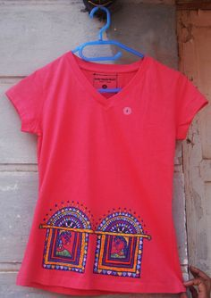 Items similar to Handpainted pink T shirt for women, madhubani art clothing,unique tee for female, small size handpainted shirt, madhubani motifs on Etsy Saree Painting, T Shirt Painting, Fabric Painting, Paint Fabric, Kurta Designs, Blouse Designs, Paint Shirts, Hand Painted Fabric, Indian Folk Art